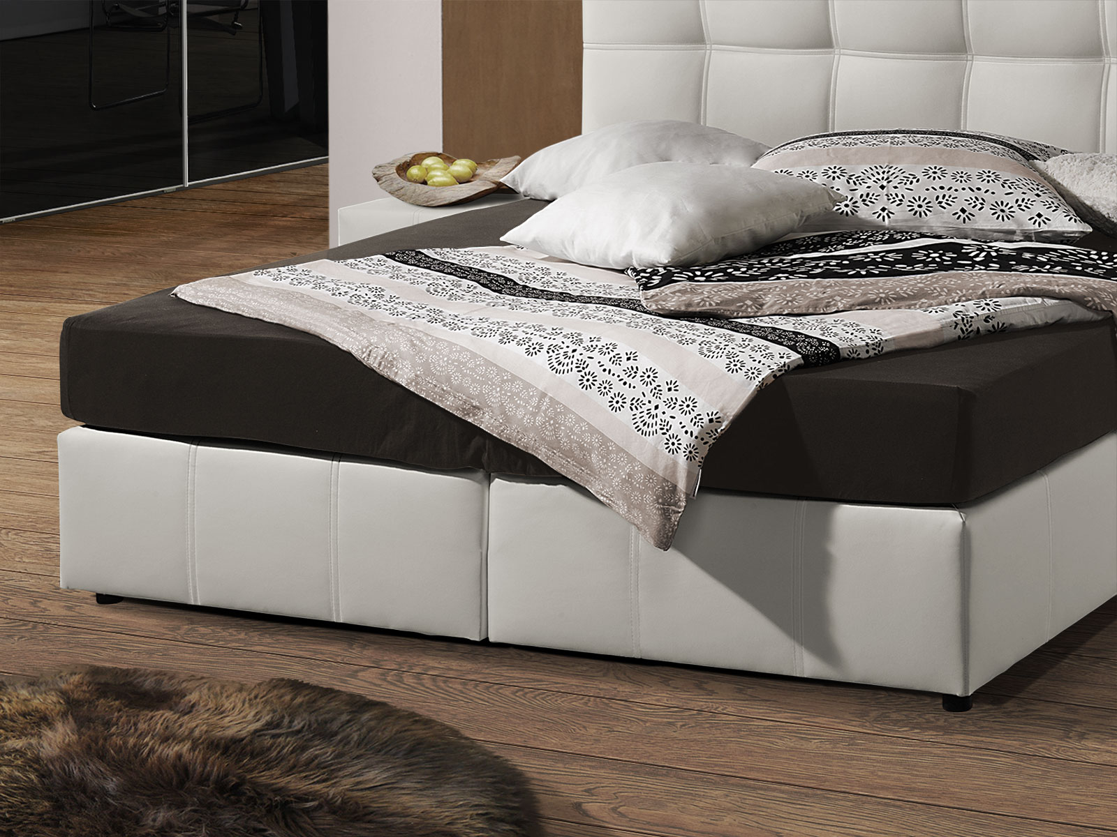 140er bett zwei lattenroste kleines schlafzimmer gem tlich einrichten dreikammer kopfkissen im. Black Bedroom Furniture Sets. Home Design Ideas