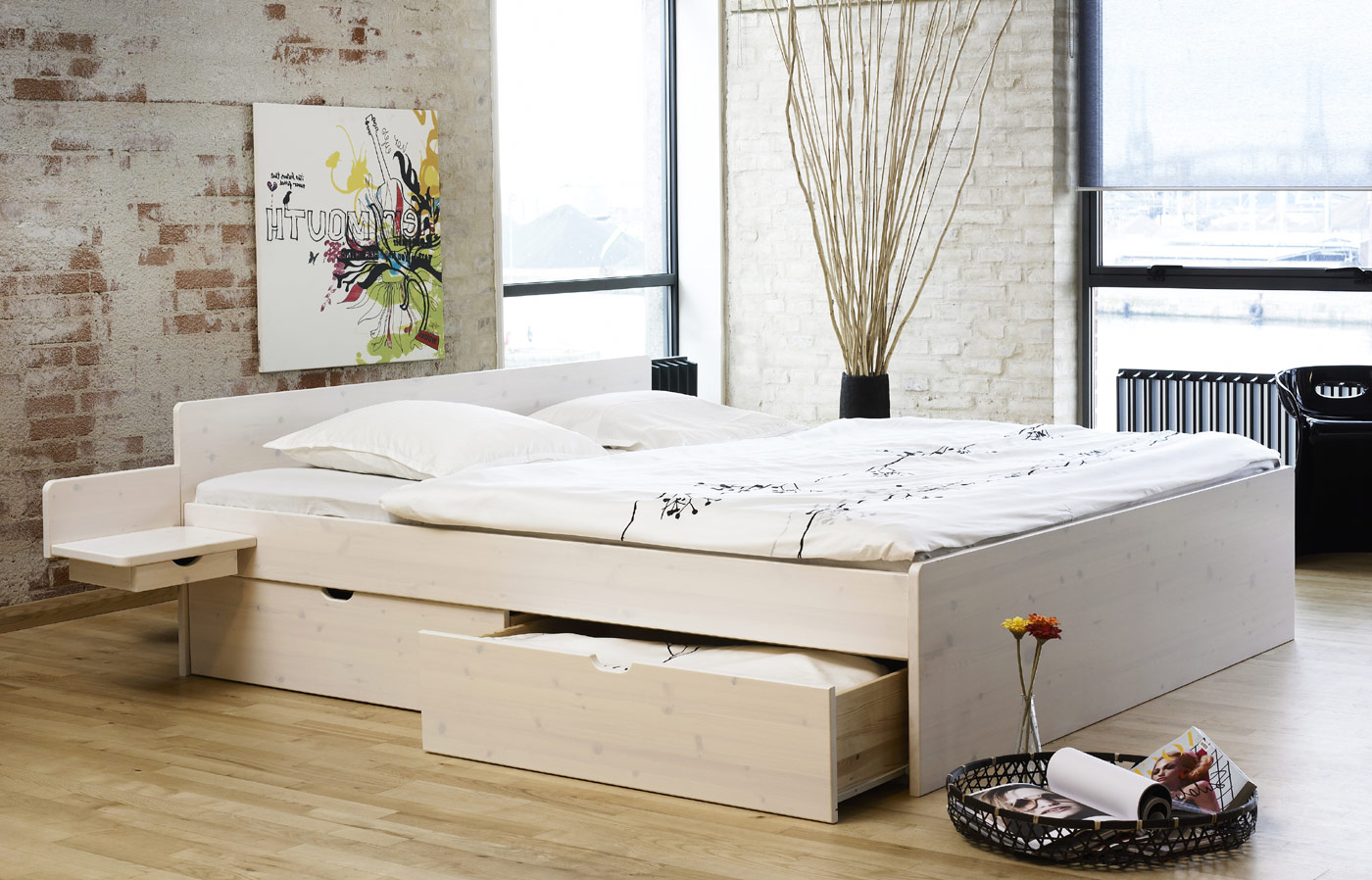 bett mit nachttisch wohn design. Black Bedroom Furniture Sets. Home Design Ideas