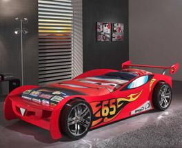 Hochwertiges Autobett Tuning rot mit farblichen Applikationen