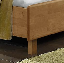 Bett Beyla mit Holzfüßen