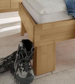 Bett Birmingham mit stabilen Holzfüßen