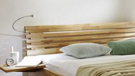 Doppelbett Marmore mit modernem geneigtem Sprossenkopfteil