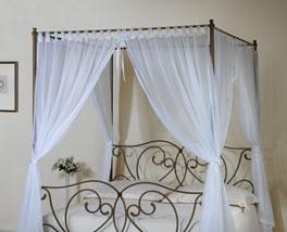 Himmelbett Vila Nova mit elegantem Vorhang