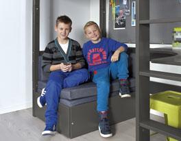 Hochbett Kids Town inklusive Ausziehsofa mit Griff aus Leder