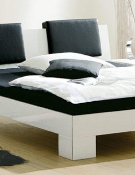 Bett Alamito mit stabilen Füßen