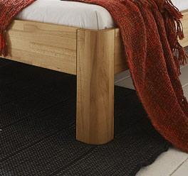 Massivholzbett aus Buche mit abgerundetem Fuß