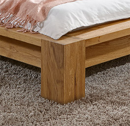 Hochwertiges massivholzbett Domingo mit massiven Füßen