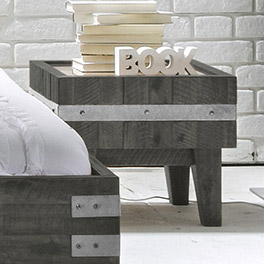 Nachttisch Paraiso aus lackiertem Massivholz