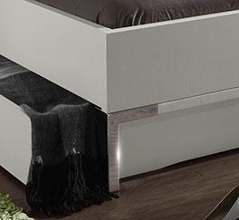 Schubkasten-Doppelbett Salford mit verchromtem Fussteil