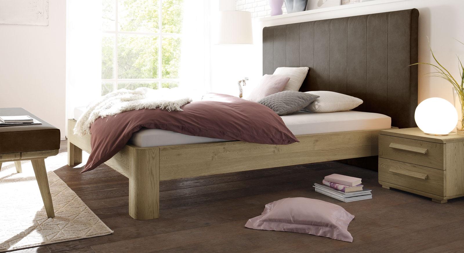 Bett Banco aus braunem Kunstleder und Eiche
