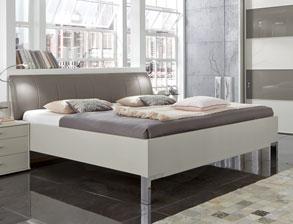 modernes schlafzimmer in champagner mit viel stauraum baria. Black Bedroom Furniture Sets. Home Design Ideas