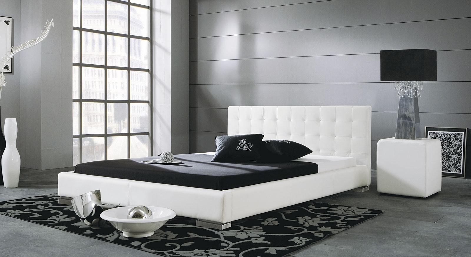 Weißes Bett Campo mit niedrigem Bettrahmen