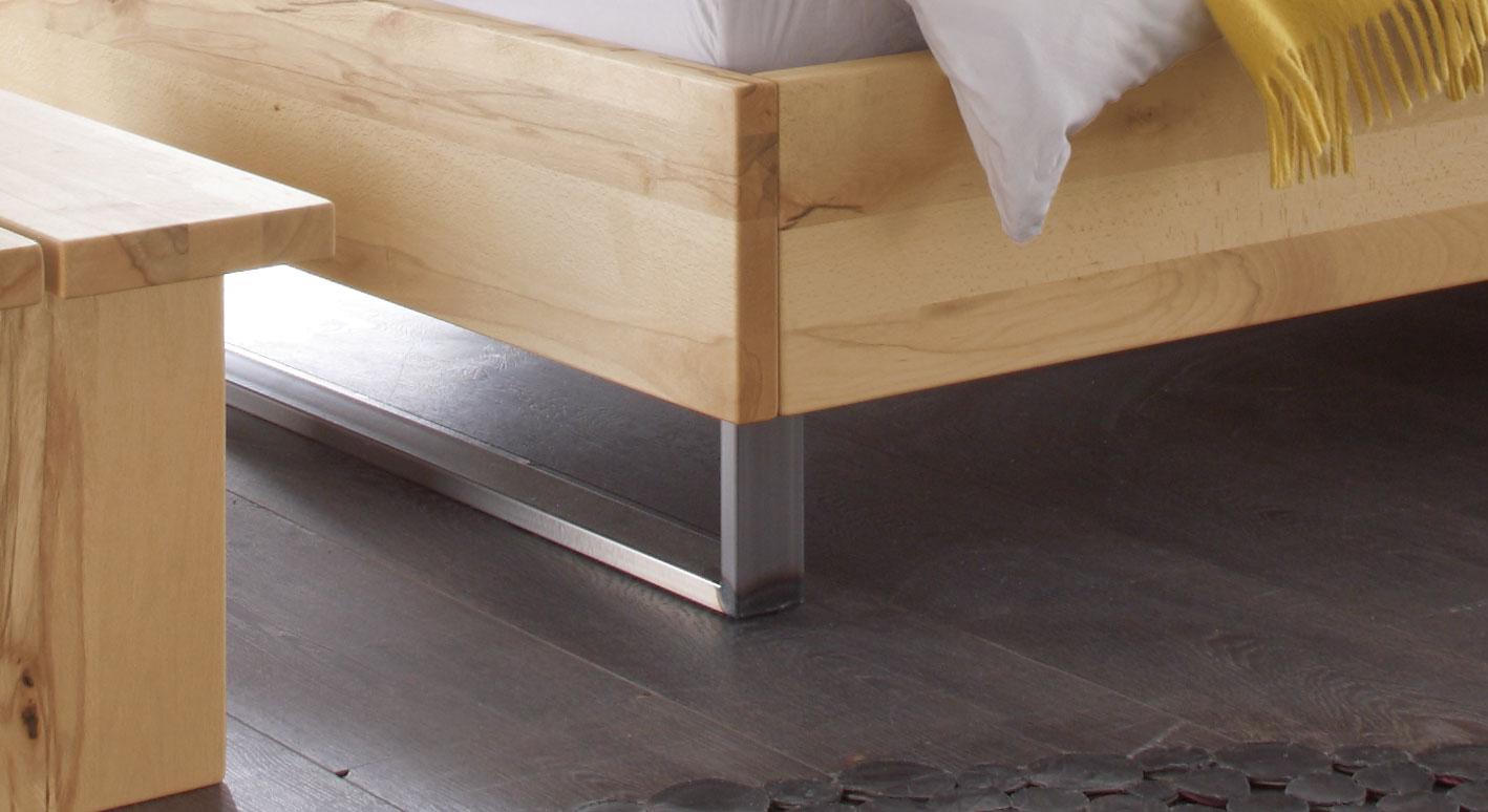 doppelbett in wildbuche mit kufen aus hocherhitztem stahl dondo. Black Bedroom Furniture Sets. Home Design Ideas