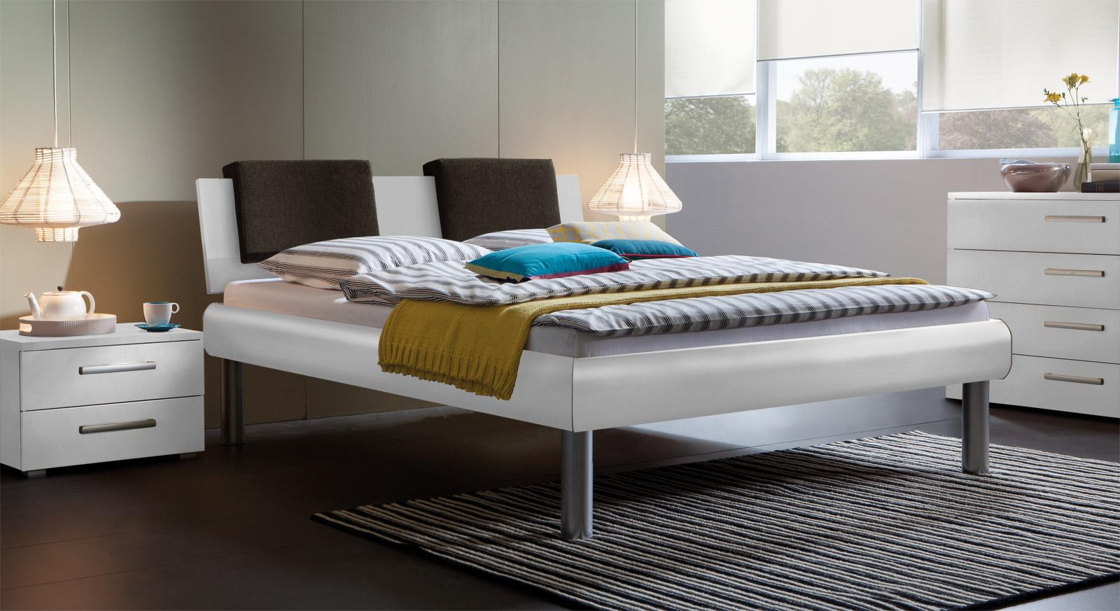 Bett Enna in der Fußhöhe 30cm und in  Weiß