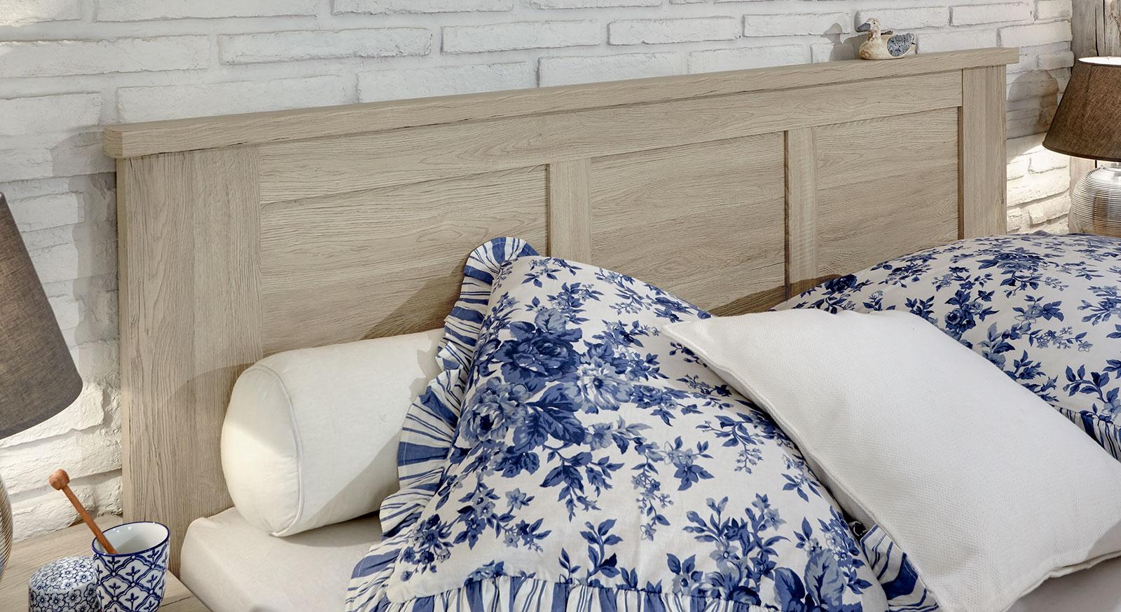 Modernes Bett Farim mit Kopfteil in Kassetten-Optik