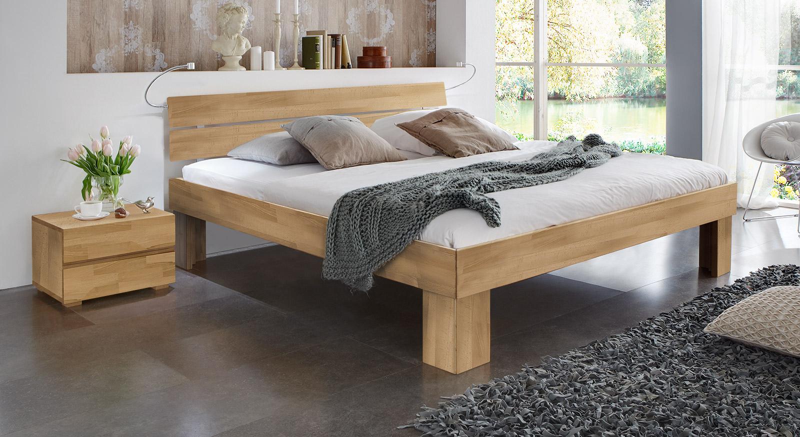 Bett Lucca Komfort in buche natur mit einer Fußhöhe von 30cm