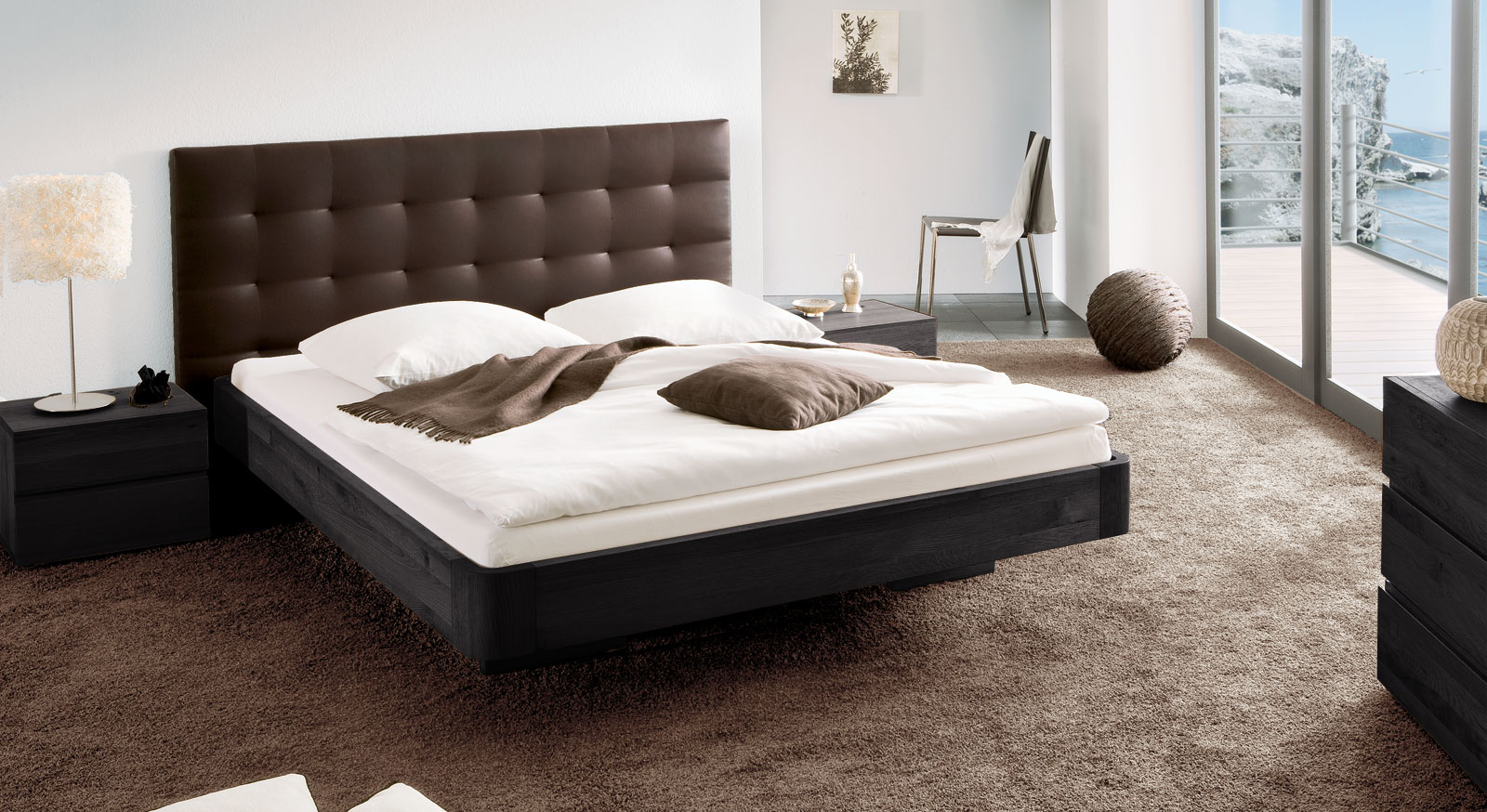 Bett Panama mit braunem Kunstleder und aus Eiche graphit