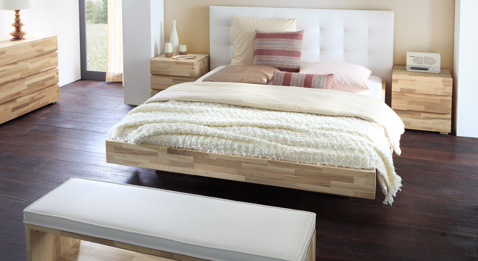 Bett Portland aus massivem Holz
