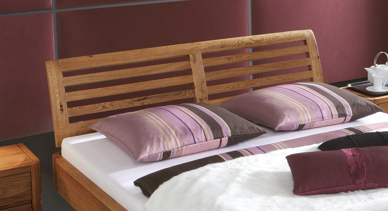 Hochwertiges Bett Salerno aus massivholz mit sprossen-kopfteil.
