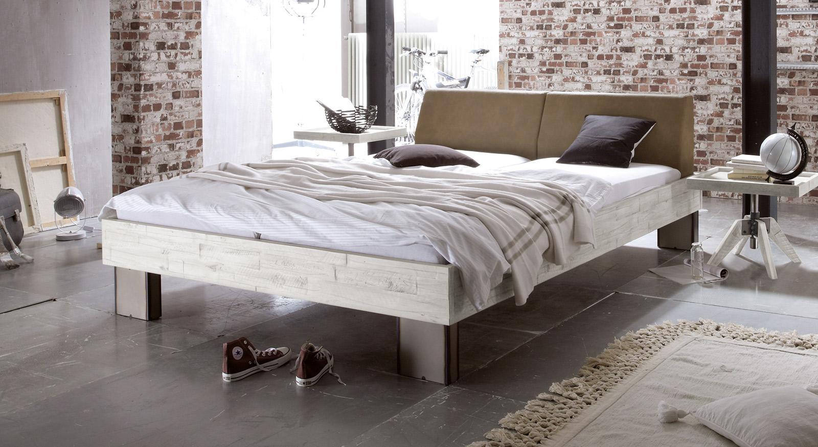 Bett Salla aus massiver weißer Akazie