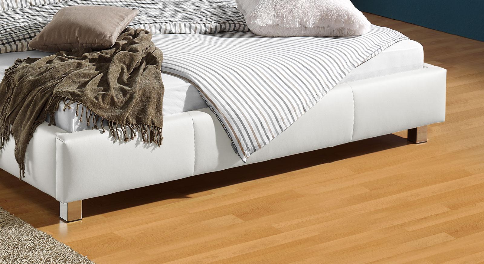 Bett Sona mit verchromten Metallfüßen
