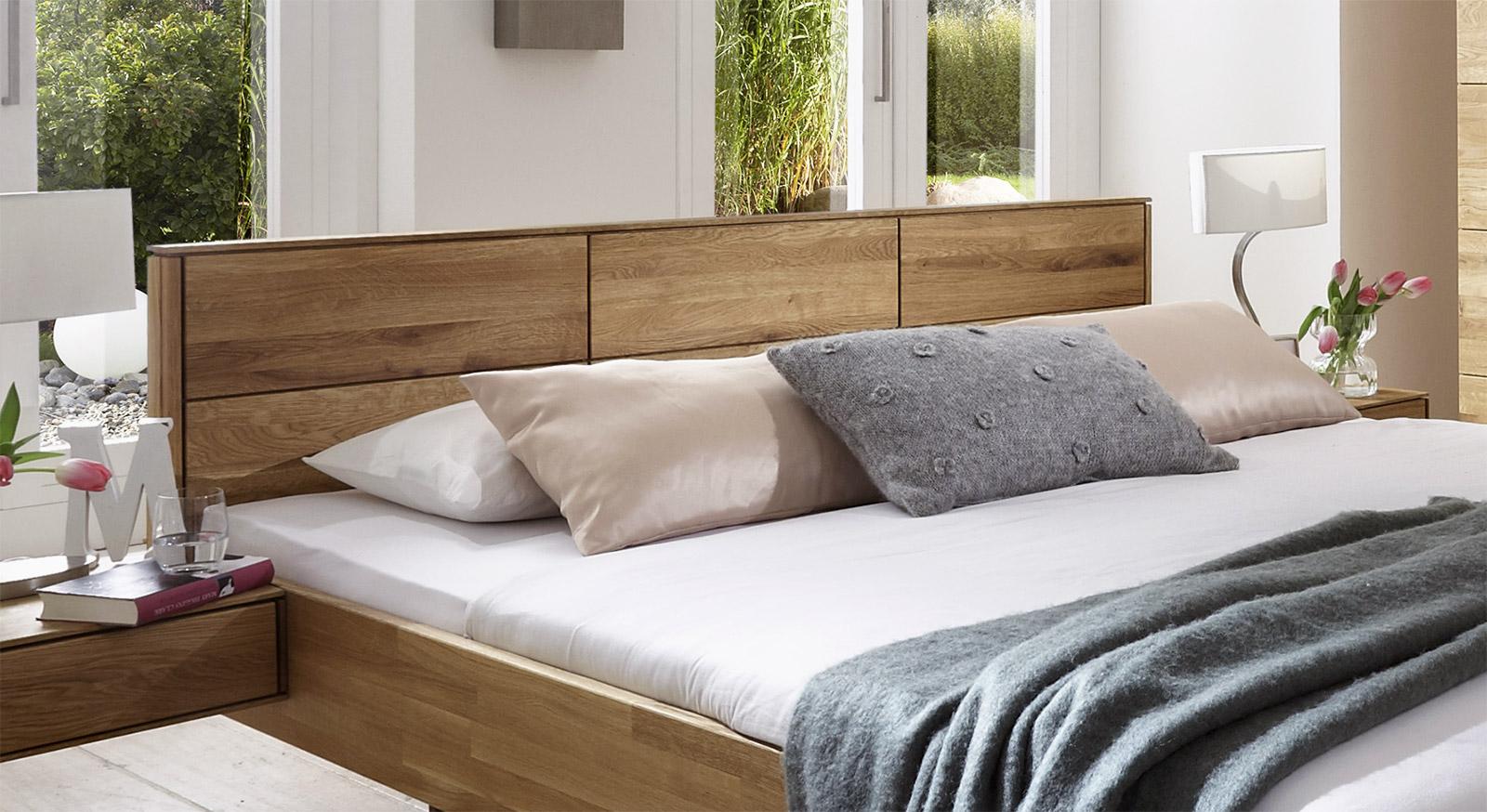Bett Terrano mit Massivholz-Kopfteil