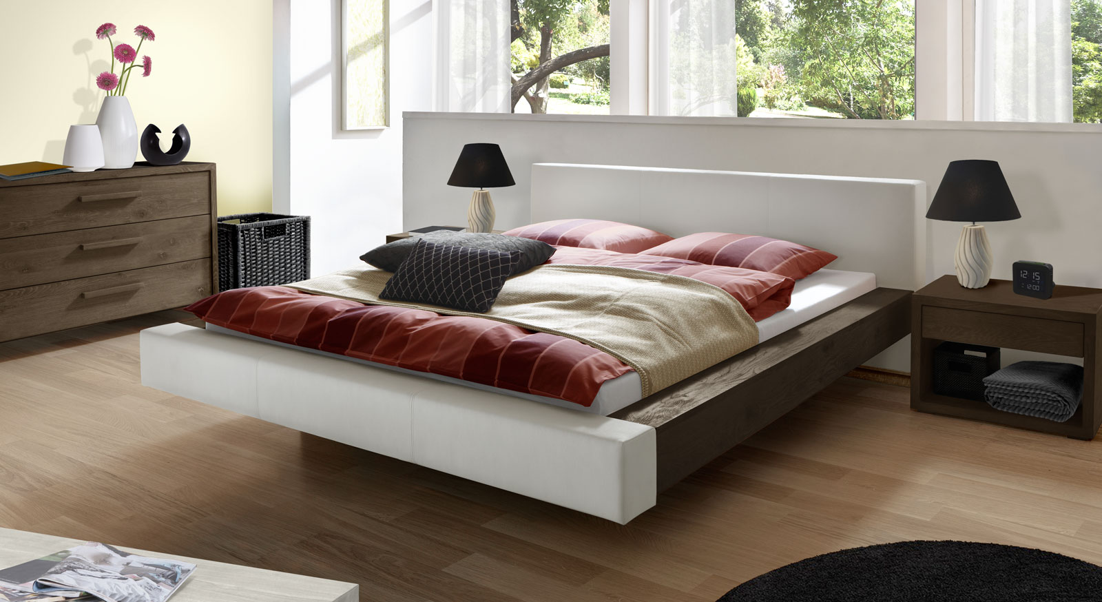 bett schwebend mit echtleder und massivholz vilar. Black Bedroom Furniture Sets. Home Design Ideas
