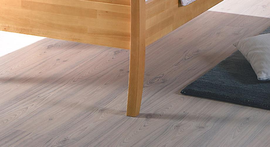 Seniorenbett Cortina Bettbeine Füße harmonische Formgebung