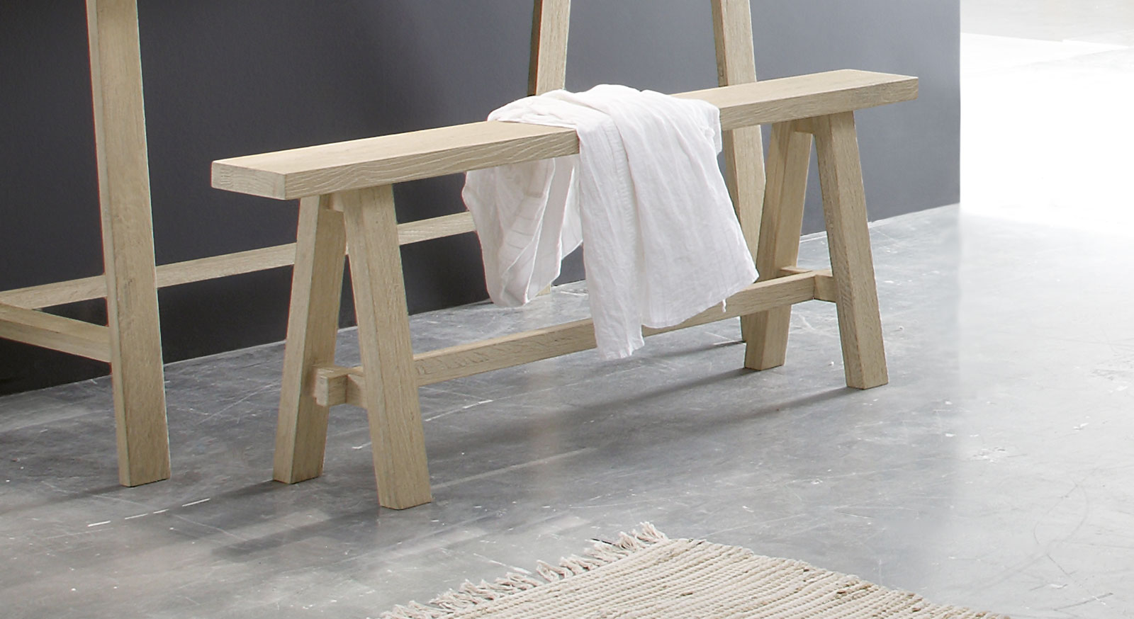 Schmale Massivholz-Bettbank Boneda