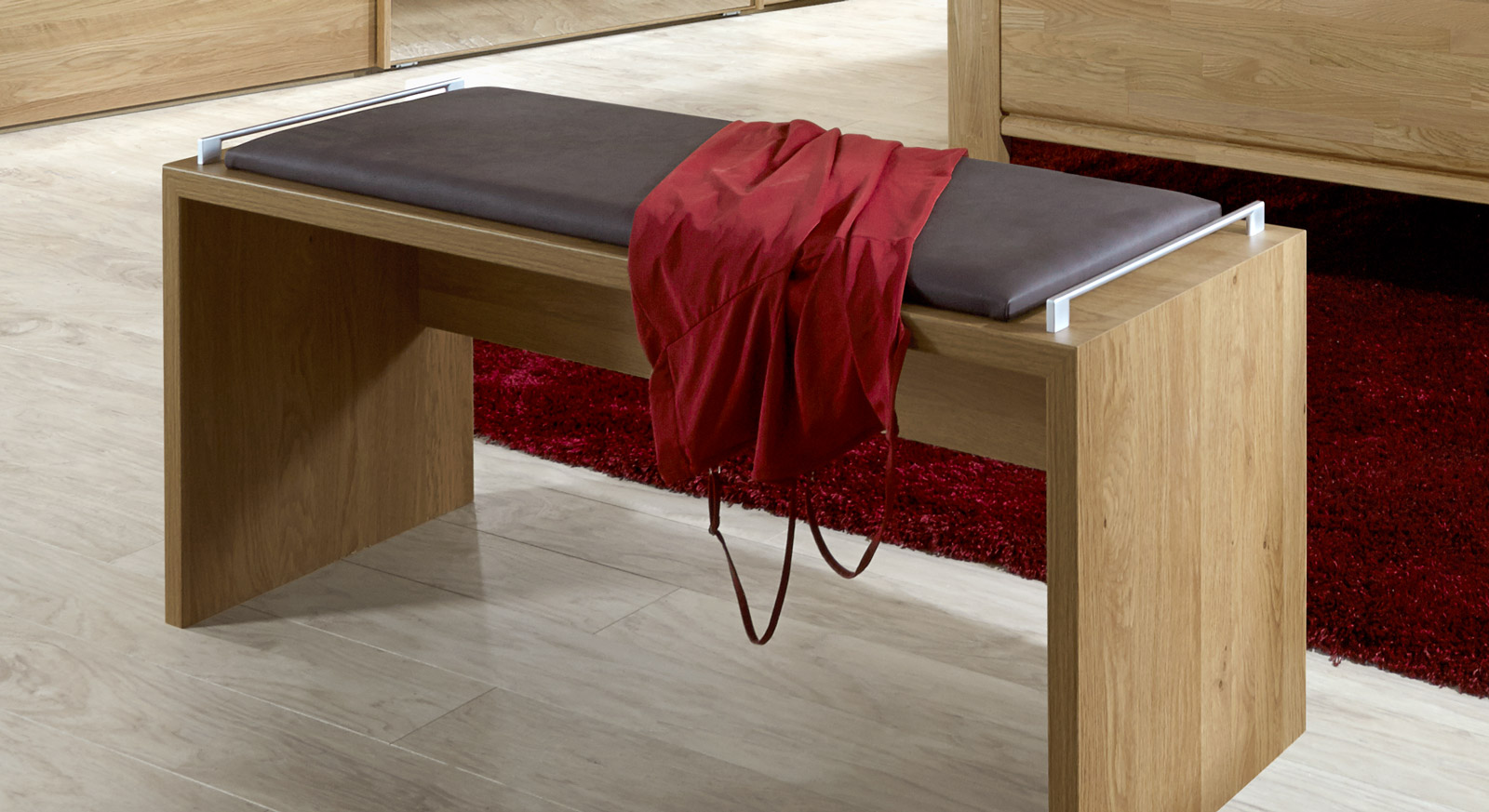 Bettbank Quebo inklusive einem bequemen Kunstlederpolster