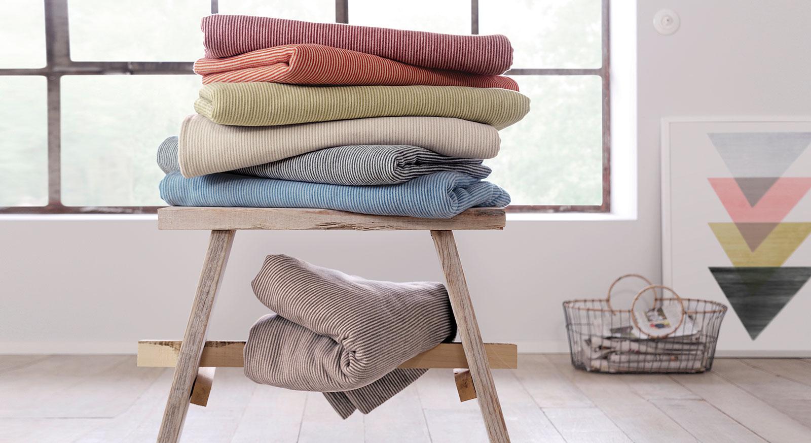 Bio Kuscheldecke Uni-Stripe aus reiner Baumwolle