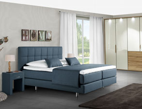 Boxspring-Schlafzimmer Bologna in blauem Stoff
