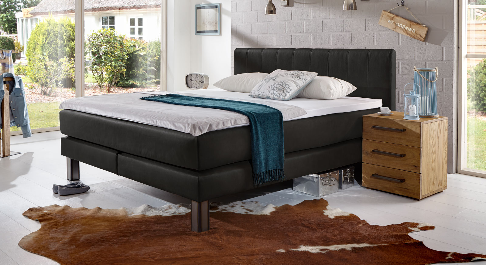 kunstleder boxspringbett im modernen landhausstil kastilia. Black Bedroom Furniture Sets. Home Design Ideas