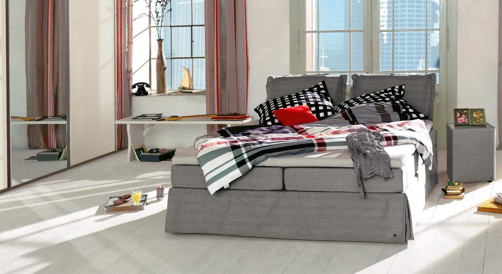Boxspringbett Tom Tailor Cushion in grauem Webstoff