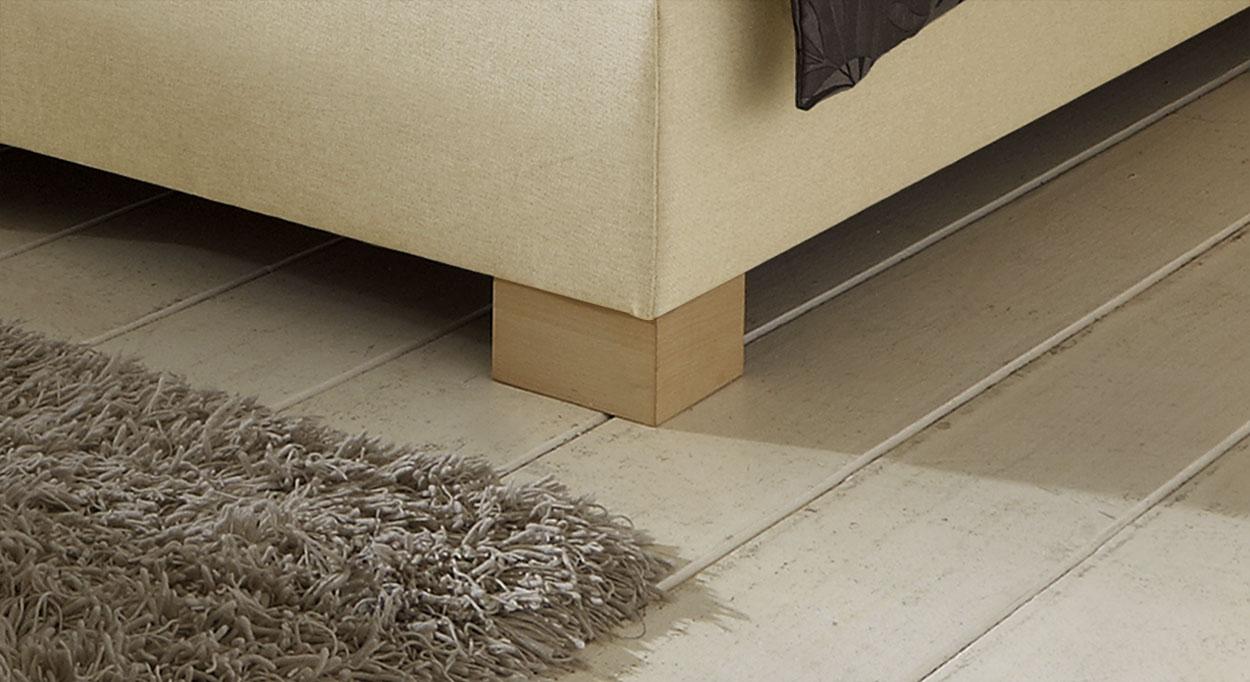 Boxspringbett-Vincenzo mit quadratischem Fuß aus Massivholz.