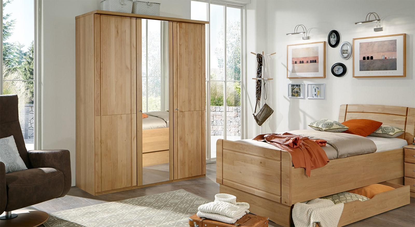 Drehtüren-Kleiderschrank Ageo mit Fronten aus Massivholz