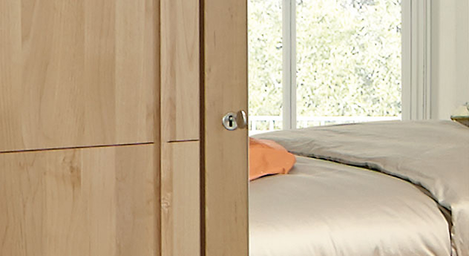 Drehtüren-Kleiderschrank Ageo inklusive Schlüssel