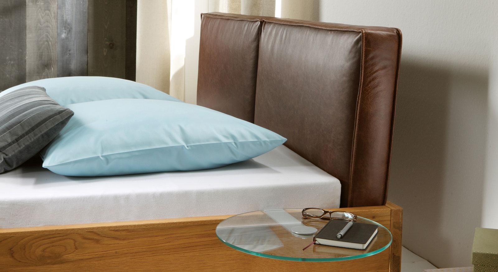 Das gepolsterte Kopfteil des Bettes Siero