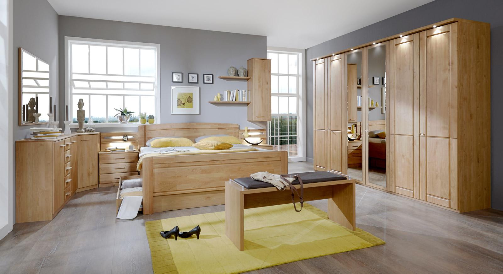 Modernes Komplett-Schlafzimmer Trikomo aus Erlen-Holz mit passenden Produkten