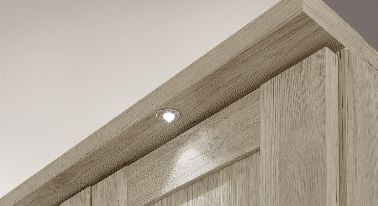 Kleiderschrank Farim mit modernen LED-Leuchten