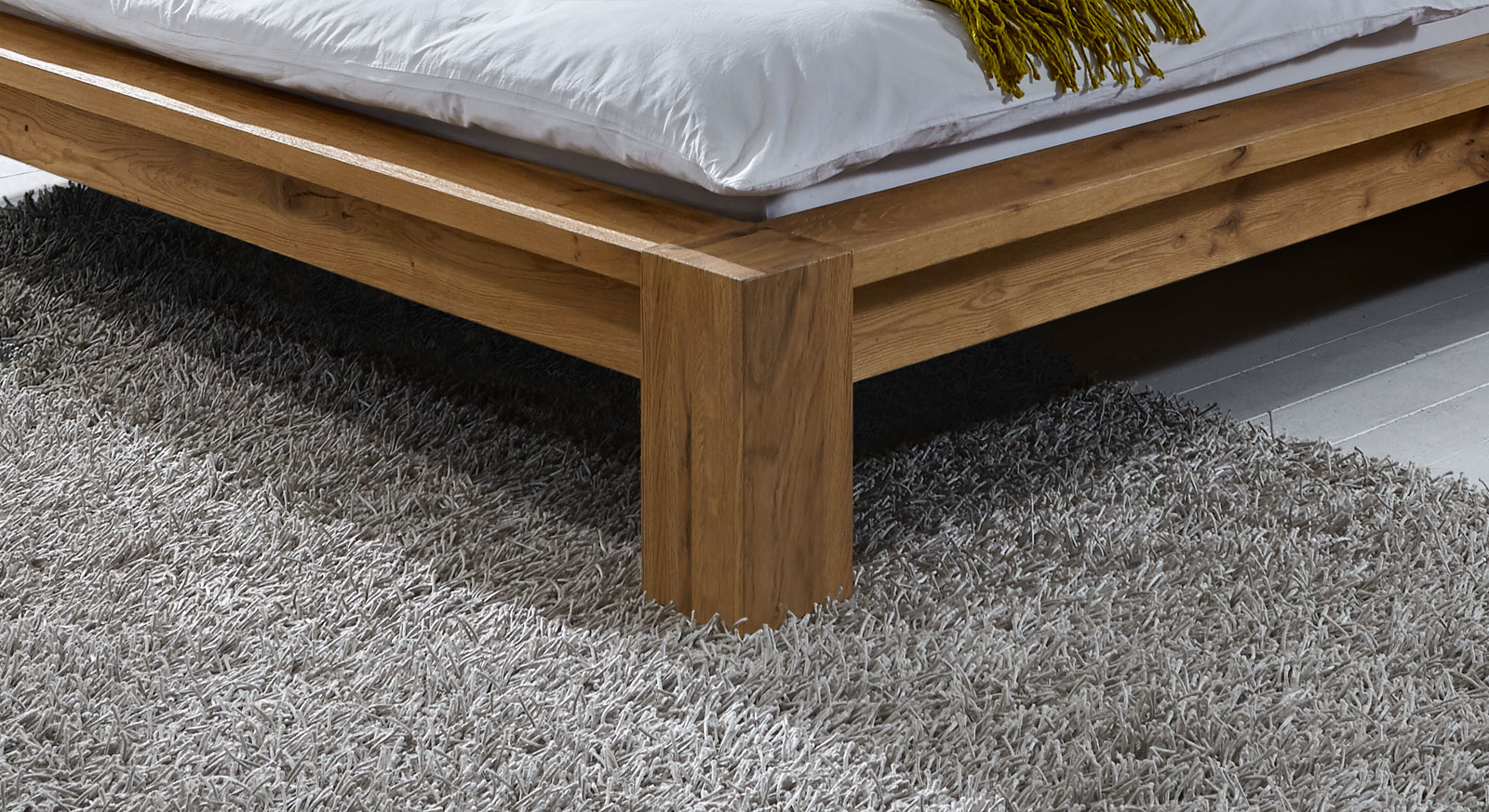 Liege Alento mit standhaften Bettfüßen für sicheren Halt