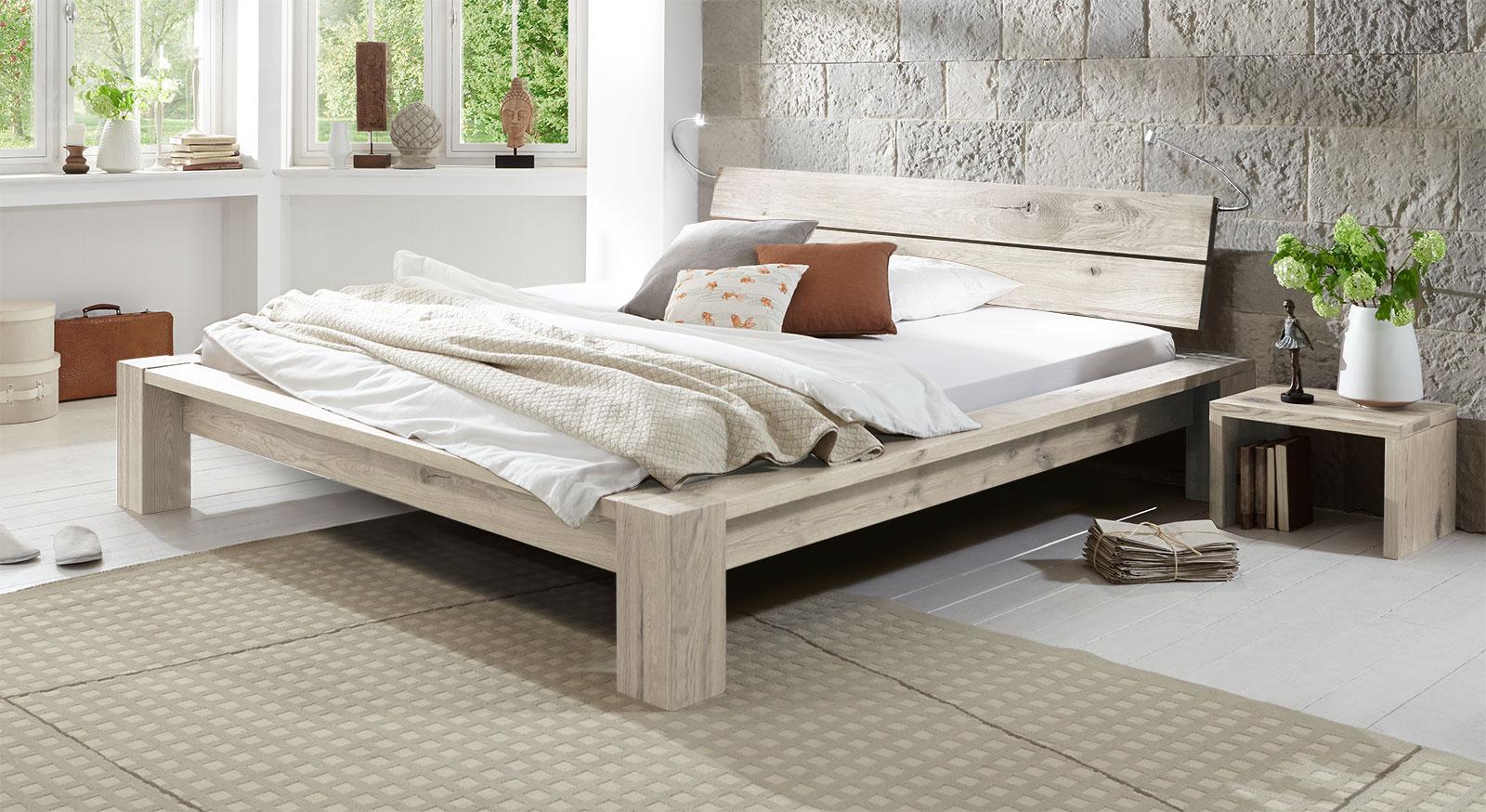Tolles Design Massivholzbett Navia in Weiß 20cm.