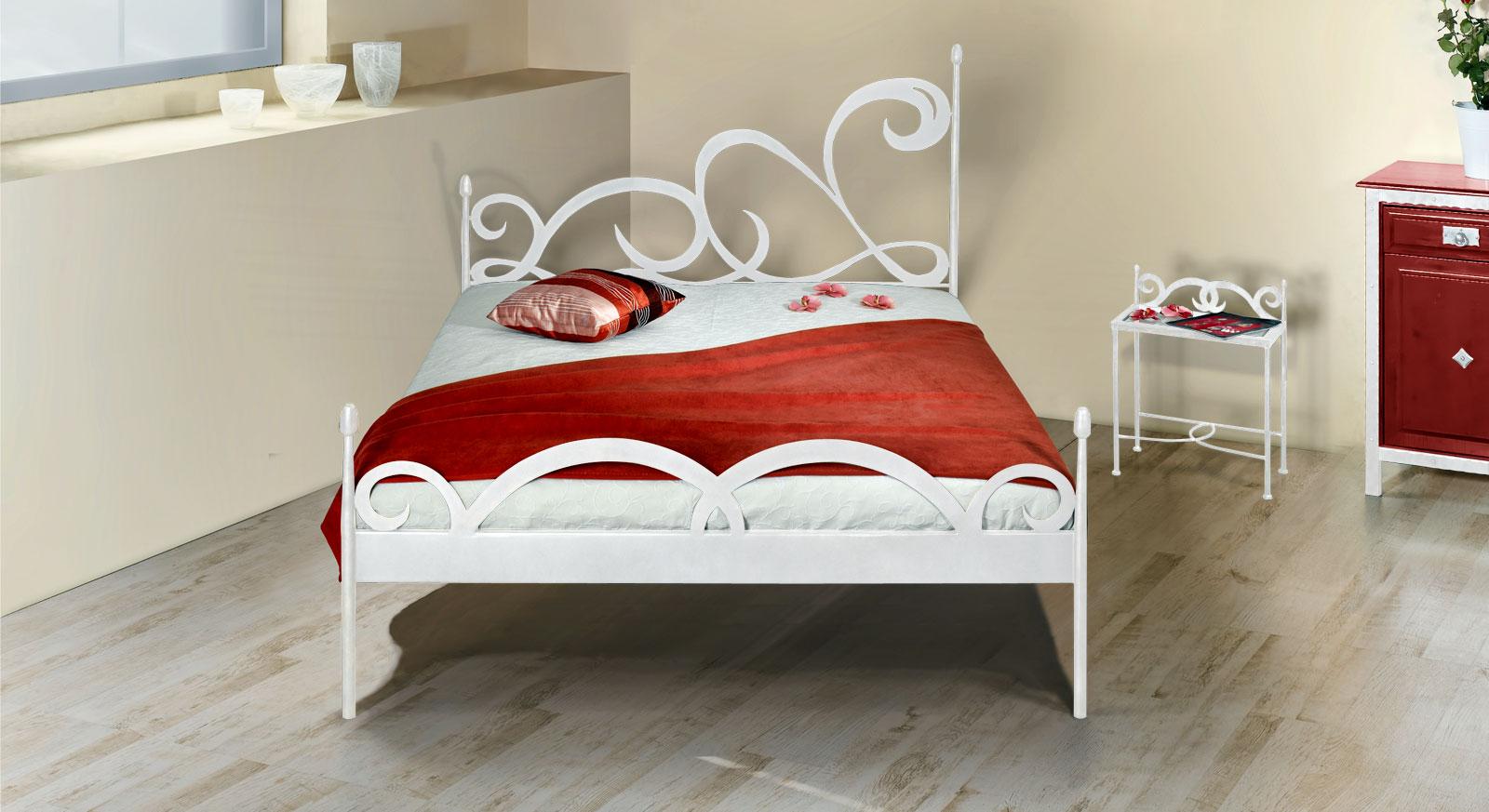 Bett Temco in weißem silber gewischtem Metall