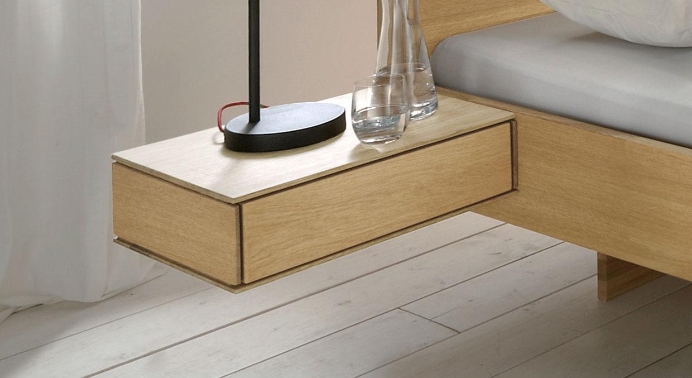 Nachttisch mit Schublade aus Massivholz - Rosso | BETTEN.at