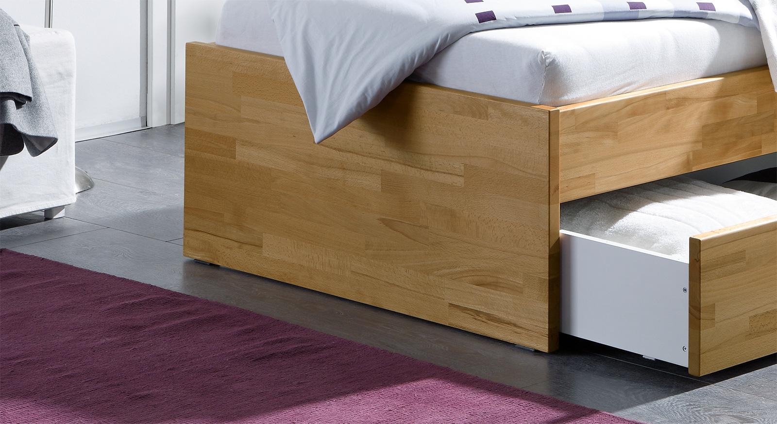 Fußbereich vom Schubkasten-Bett Leova aus Massivholz