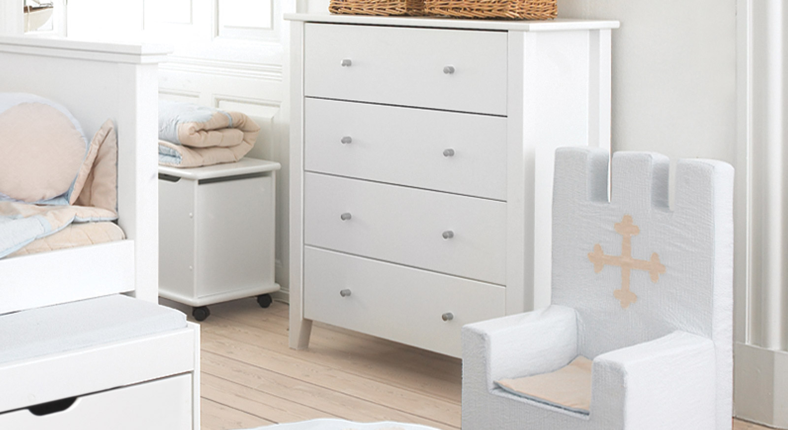 schubladen kommode in kiefer wei lackiert kids heaven. Black Bedroom Furniture Sets. Home Design Ideas