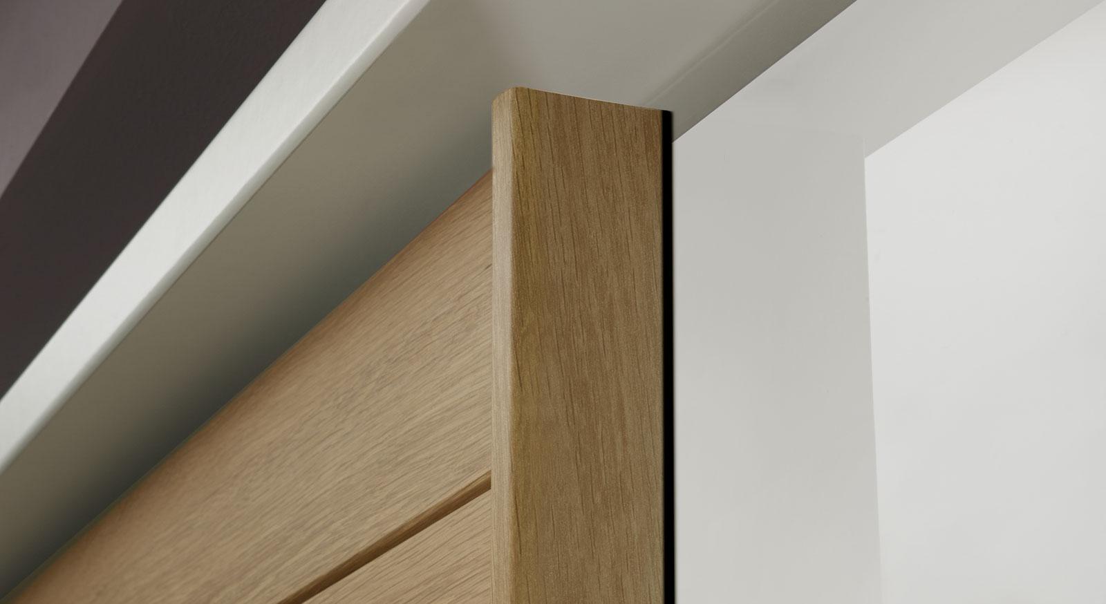 schwebet renschrank aus wei em glas und eiche massivholz koga. Black Bedroom Furniture Sets. Home Design Ideas