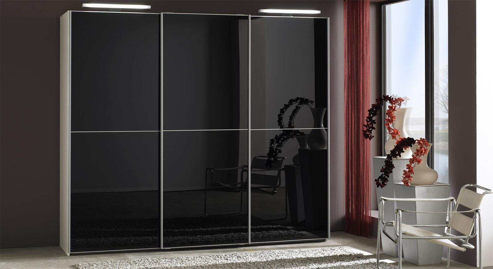 Schlafzimmer Schrank Schwarz #16: Schwebetüren-Kleiderschrank Madison In Alpinweiß Dekor Mit Schwarzem Glas