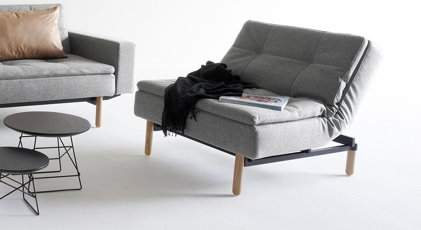 Grauer Sessel Carol mit Esche-Füßen
