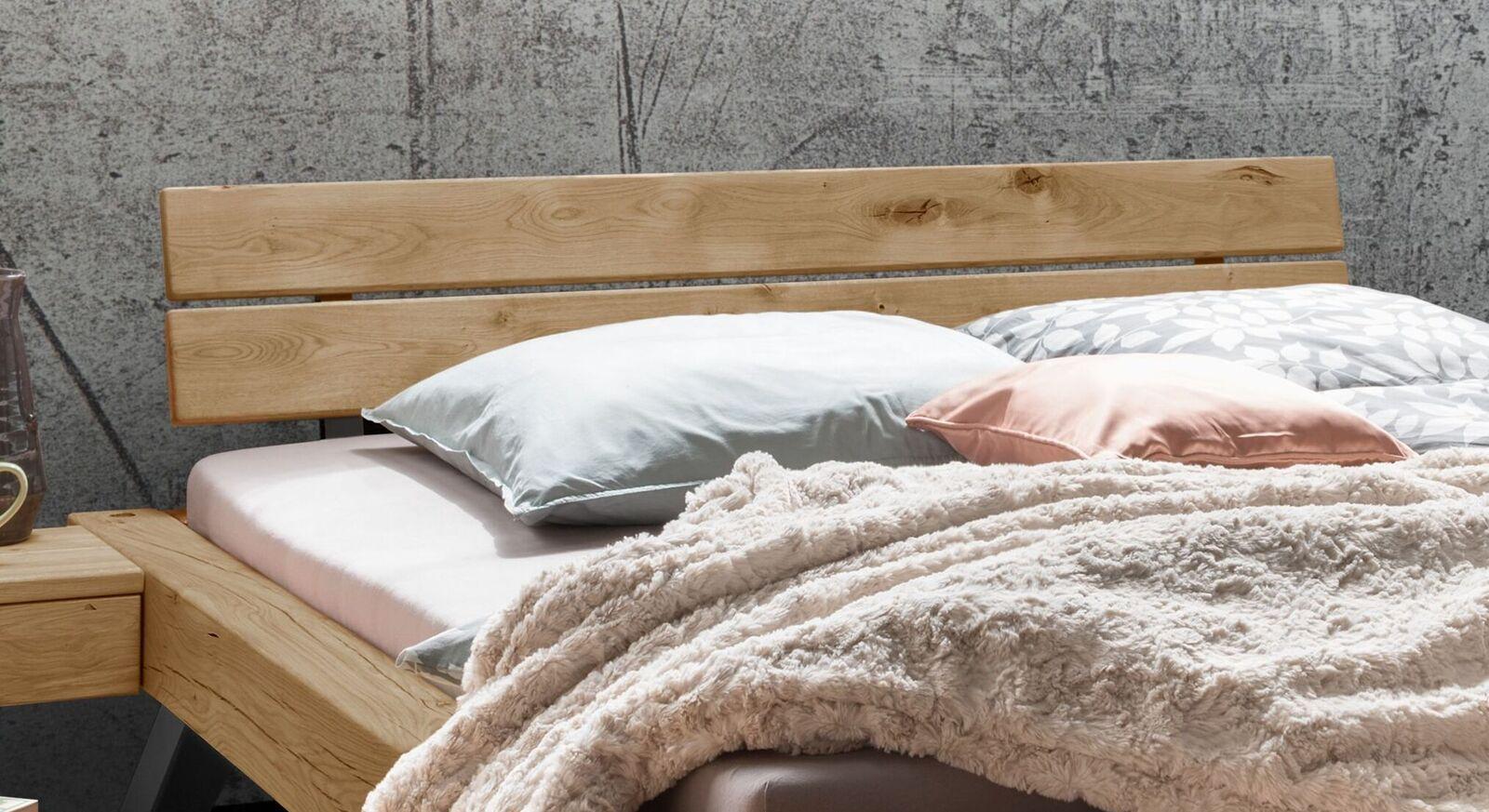 Balkenbett Janita mit geteiltem Holzkopfteil